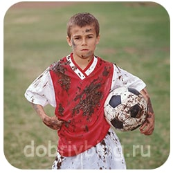 пацан-футболист